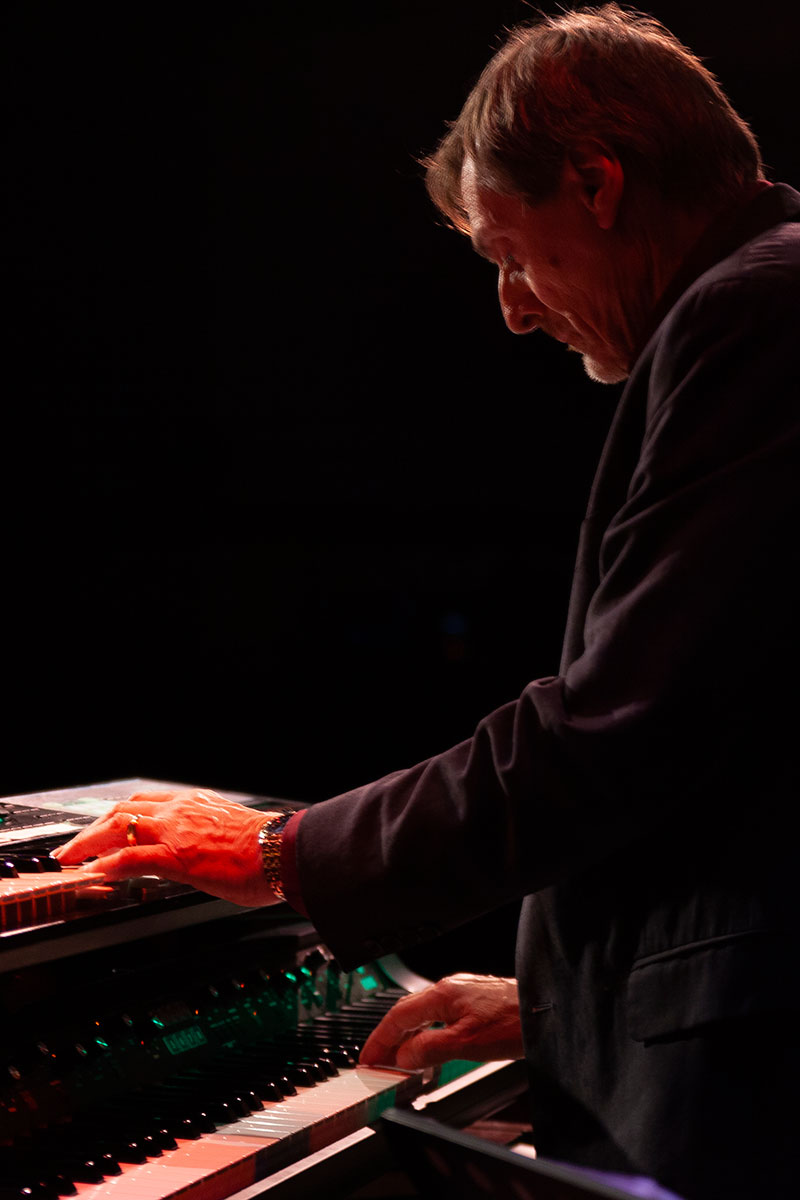Philip Raby as Benmont Tench